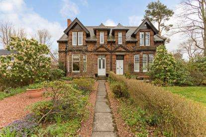 3 Bedrooms Semi Detached House for sale in Stirling Road, Luggiebank