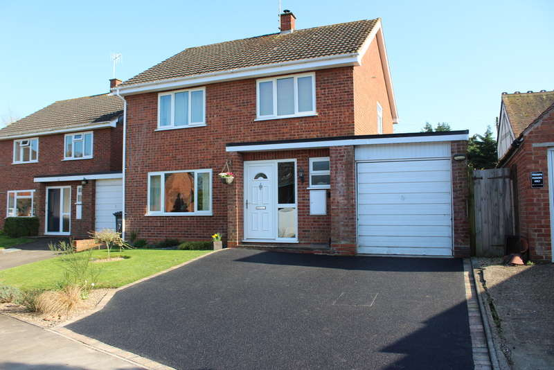 4 Bedrooms Detached House for sale in Merryfield, Charlton
