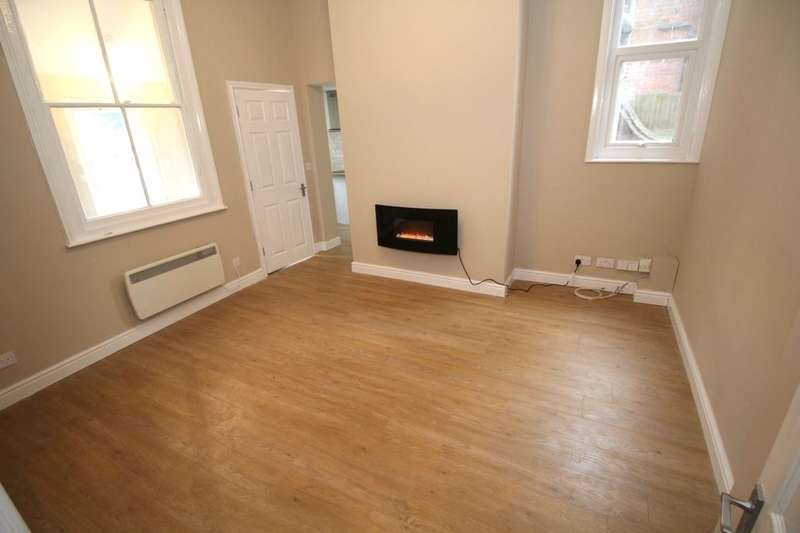 2 Bedrooms Flat for sale in Chaucer Road, Bedford, MK40