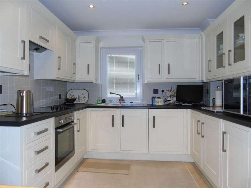 3 Bedrooms Terraced House for sale in Bathurst Street, Marina, Swansea