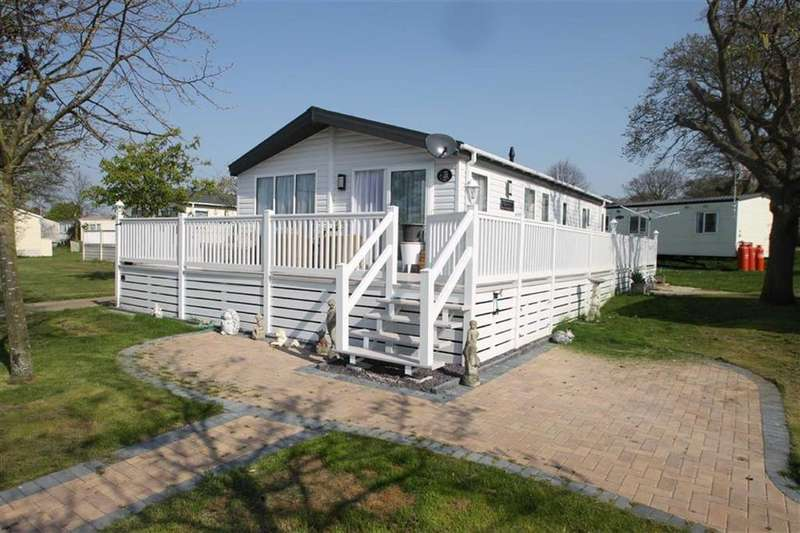 3 Bedrooms Mobile Home for sale in Yew Tree, Clacton-on-Sea