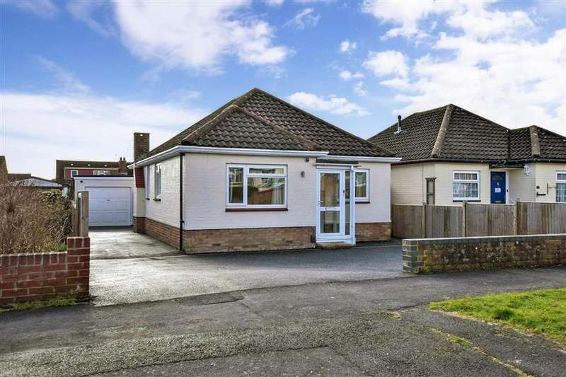 4 Bedrooms Detached Bungalow for sale in Sunnymead Drive, Waterlooville, Hampshire