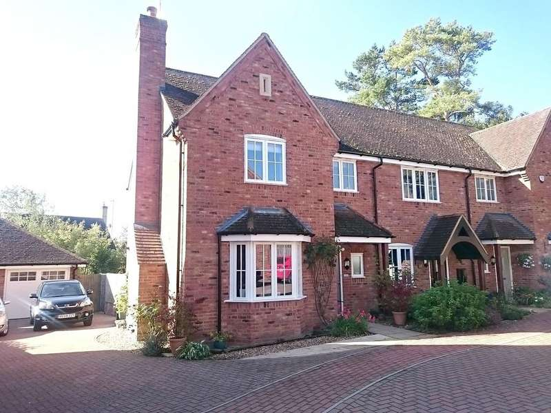 3 Bedrooms End Of Terrace House for sale in School Close, Westbury
