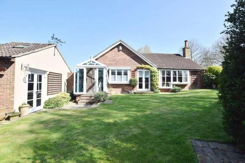 2 Bedrooms Detached Bungalow for sale in Wakefield Close, Colchester, CO1 2SD