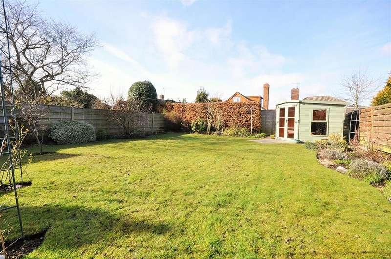 4 Bedrooms Detached House for sale in Fairway Drive, Upper Poppleton, York YO26 6HE