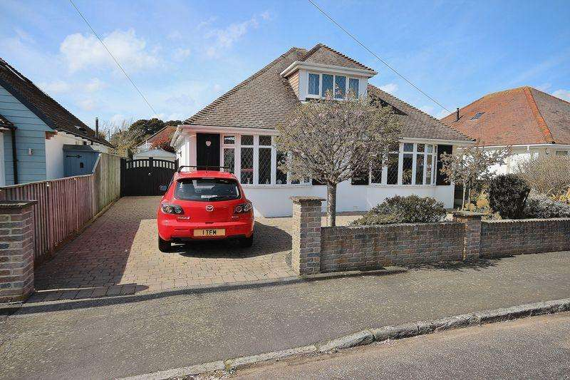 4 Bedrooms Bungalow for sale in Duncliff Road, Wick, Bournemouth