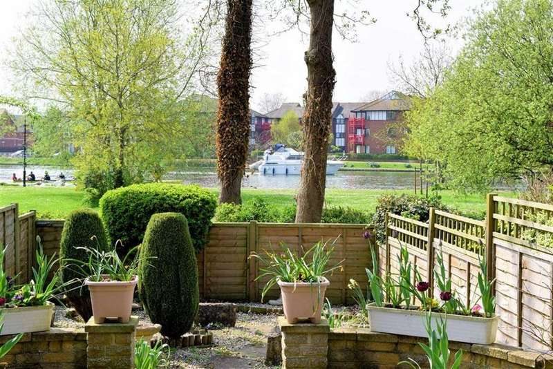3 Bedrooms Town House for sale in Crendon Court, Caversham, Reading