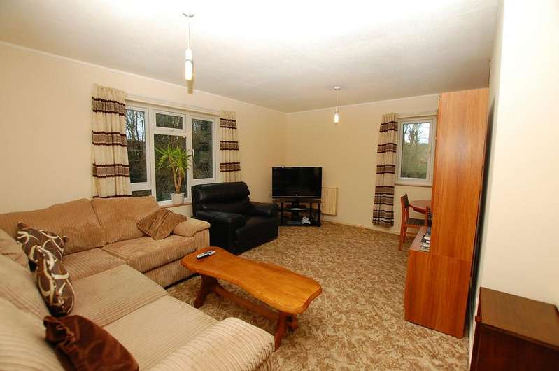 2 Bedrooms Apartment Flat for sale in Half Year Close, East Runton