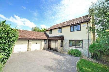 4 Bedrooms Detached House for sale in 8 Foxglove Close, Gillingham, Dorset, SP8 4TW
