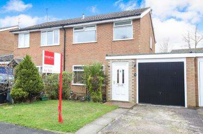 3 Bedrooms Semi Detached House for sale in Langdale Close, Macclesfield, Cheshire