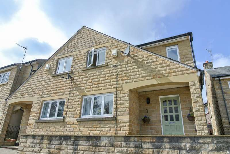 3 Bedrooms Mews House for sale in Ellerslie Court, Edgerton, Huddersfield, HD2
