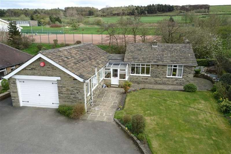 3 Bedrooms Detached Bungalow for sale in Gilroyd Lane, Linthwaite, Huddersfield, HD7