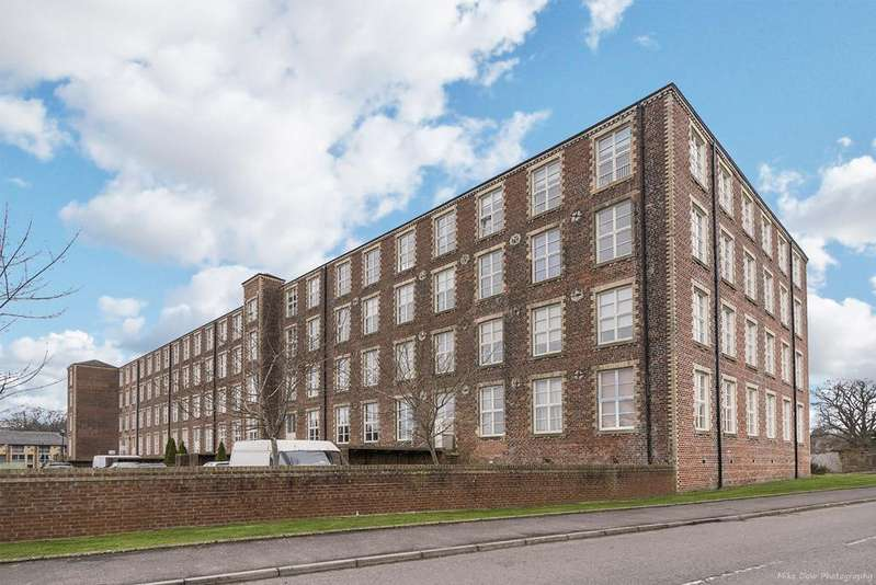2 Bedrooms Flat for sale in Woolcarders Court, Cambusbarron, FK7 9RA