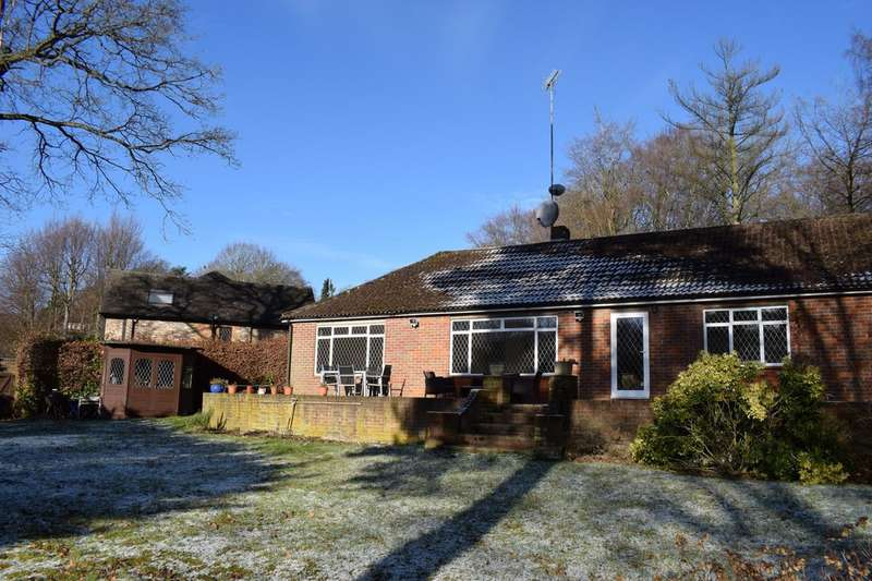 4 Bedrooms Detached House for sale in St Johns Road , Hazelmere, High Wycombe HP15