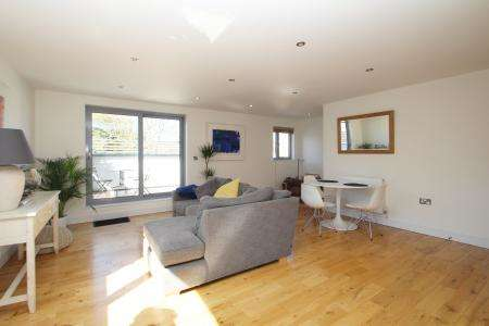 2 Bedrooms Flat for sale in North View, Westbury Park, Bristol BS6 7PT