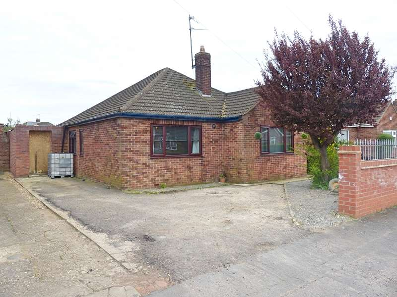 3 Bedrooms Detached Bungalow for sale in Desborough Avenue, Peterborough, PE2 8RF