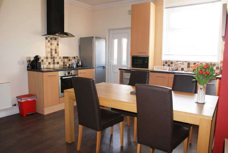 2 Bedrooms Terraced House for sale in Recreation Street, Harwood