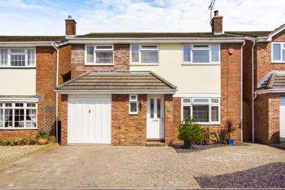 4 Bedrooms Detached House for sale in Church Road, Thornbury, .