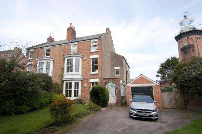 2 Bedrooms Flat for sale in Valentia Road, Hoylake, Wirral, CH47