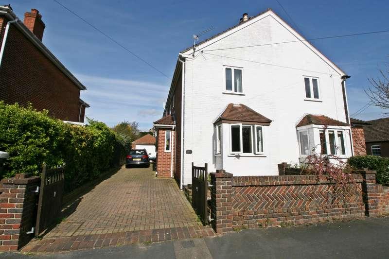 4 Bedrooms Semi Detached House for sale in New Road, Netley Abbey, Southampton, SO31 5DJ