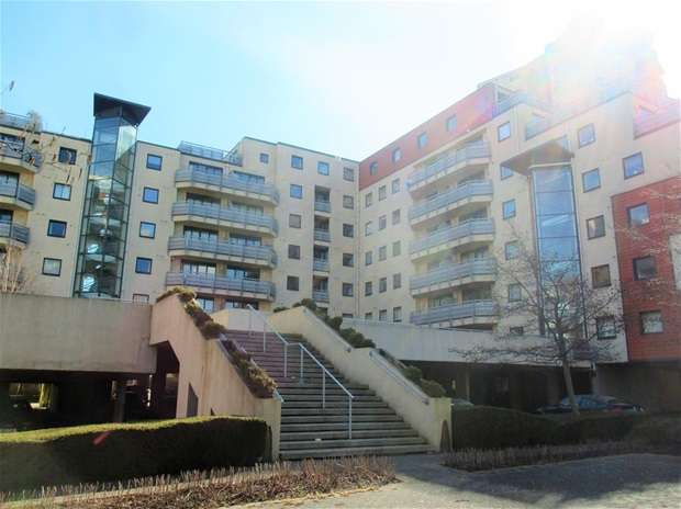 Flat for sale in Wards Wharf Approach, London