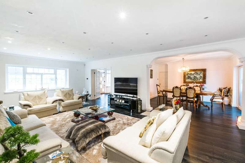 5 Bedrooms Detached House for sale in Spring Grove, Loughton, IG10