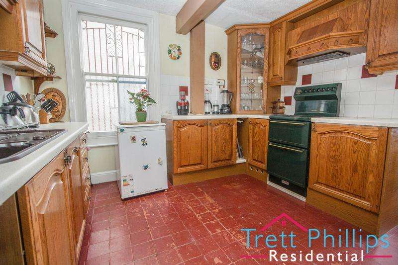 6 Bedrooms Semi Detached House for sale in Wellesley Road, Great Yarmouth