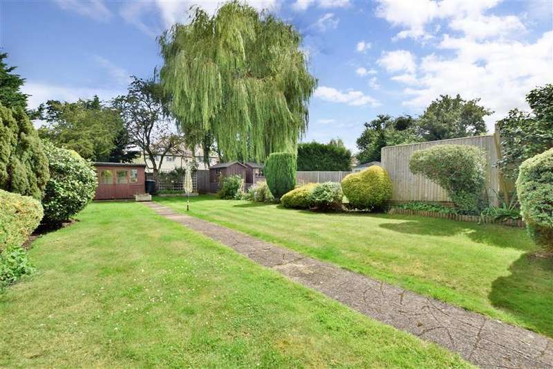 3 Bedrooms Semi Detached House for sale in Kingscroft Road, Leatherhead, Surrey