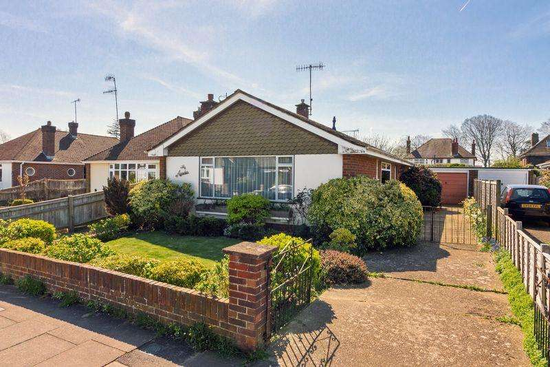 2 Bedrooms Bungalow for sale in Orchard Avenue, Worthing