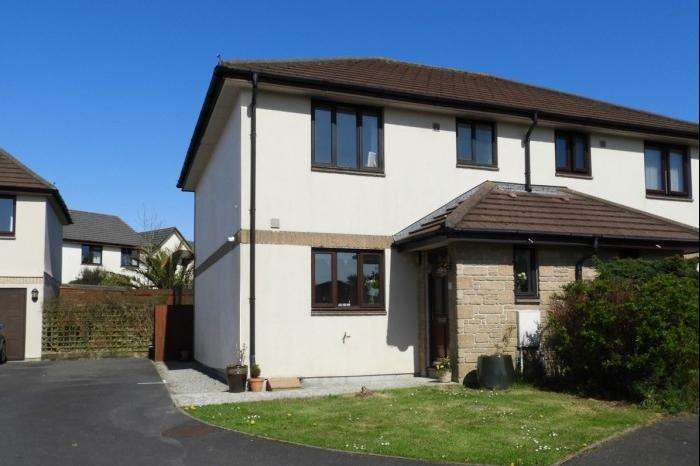 3 Bedrooms Town House for sale in 7 Roskruge Close, Helston, TR13