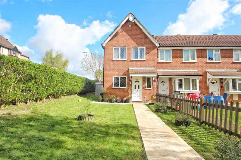 3 Bedrooms Semi Detached House for sale in Hunters Ridge, Highwoods, Colchester