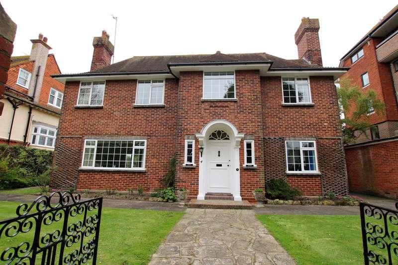 4 Bedrooms Detached House for sale in Grassington Road, Eastbourne, BN20 7BU