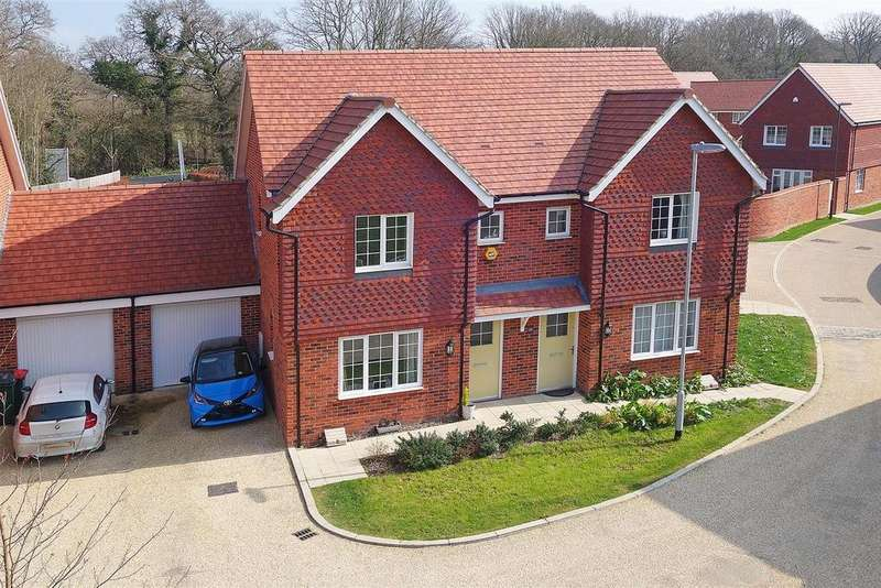 4 Bedrooms Semi Detached House for sale in Wimblehurst Road, Forgewood