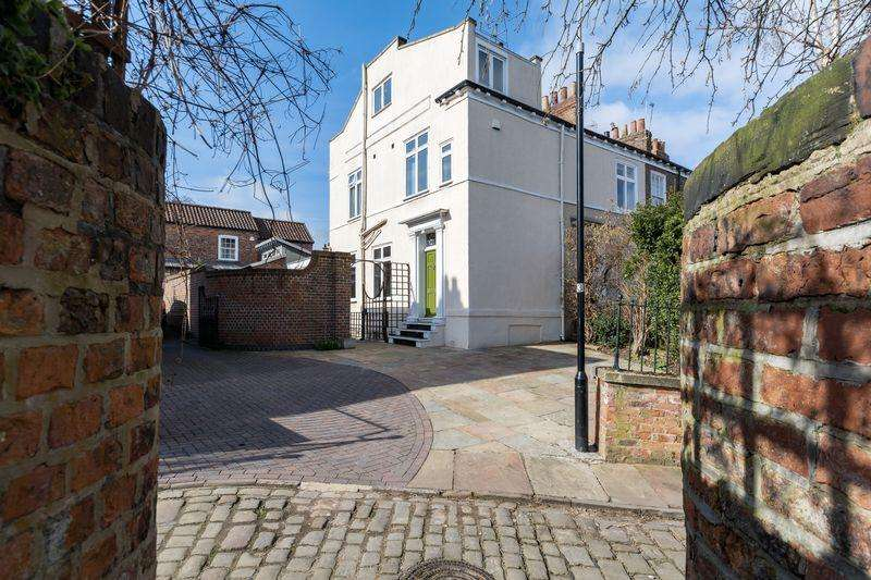 3 Bedrooms Terraced House for sale in Mount Terrace, York
