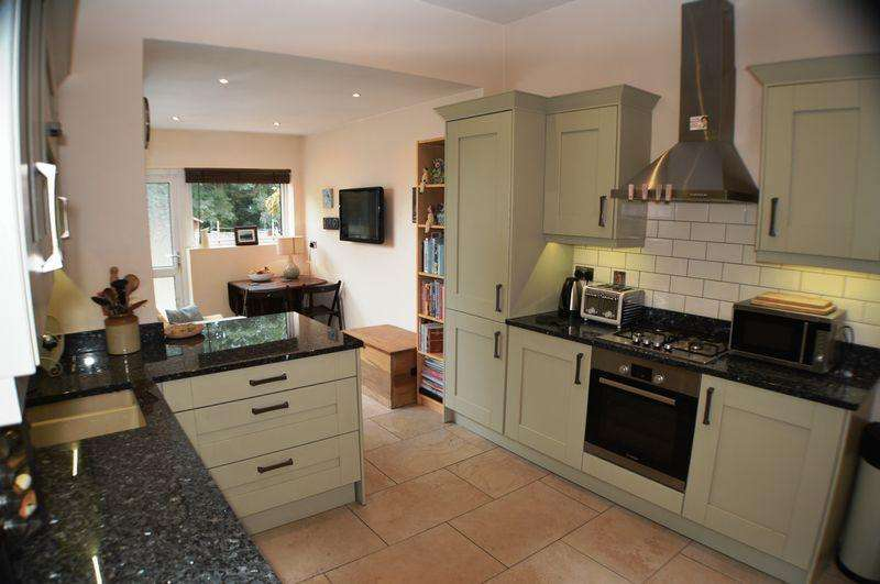 2 Bedrooms Terraced House for sale in King Edward Road, Hyde