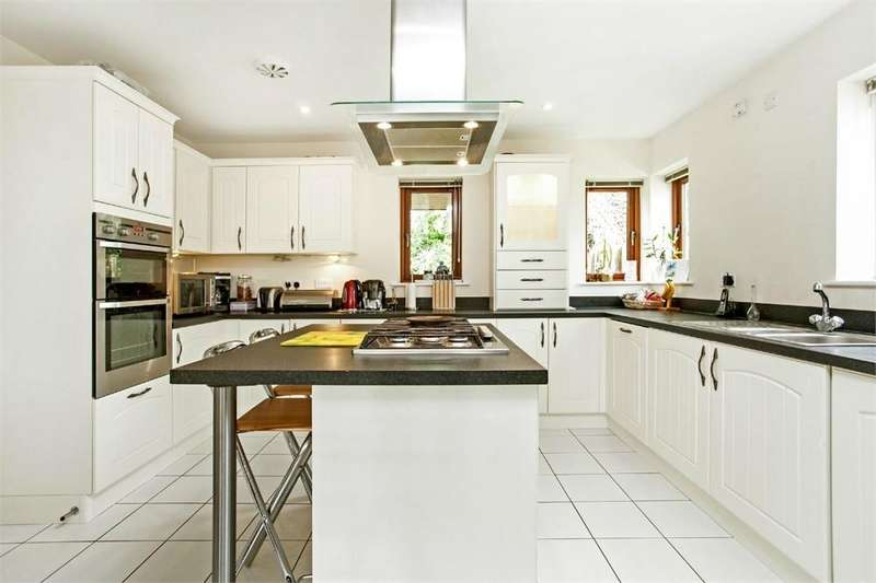 4 Bedrooms Detached House for rent in Overton, Basingstoke, Hampshire