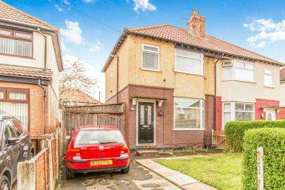 2 Bedrooms Semi Detached House for sale in Sandileigh Avenue, Brinnington, Stockport, Cheshire