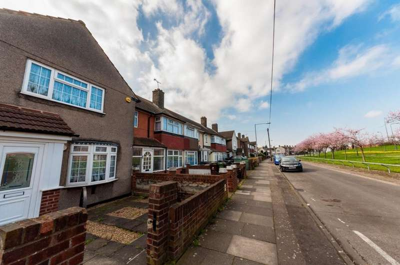3 Bedrooms Terraced House for sale in Scrattons Terrace, Barking, IG11