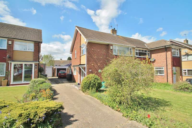 3 Bedrooms Semi Detached House for sale in Kelso Drive, Gravesend, DA12 4NR