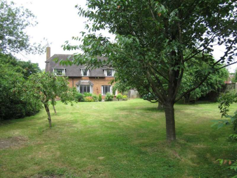 Detached House for sale in Walkwood Rise, Beaconsfield, HP9