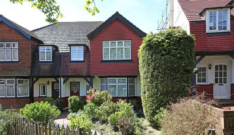 3 Bedrooms Semi Detached House for sale in Forrest Gardens, Norbury, SW16