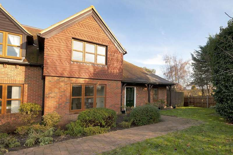 2 Bedrooms End Of Terrace House for sale in Eylesden Court, Bearsted