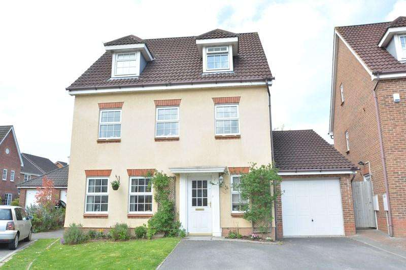 5 Bedrooms Detached House for sale in Honeysuckle Gardens, Andover