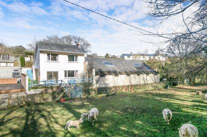2 Bedrooms Detached House for sale in Hendre Road, Conwy, North Wales, LL32