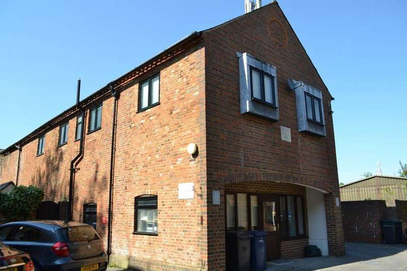 3 Bedrooms Flat for rent in Arundell Place, Farnham, GU9 7HQ