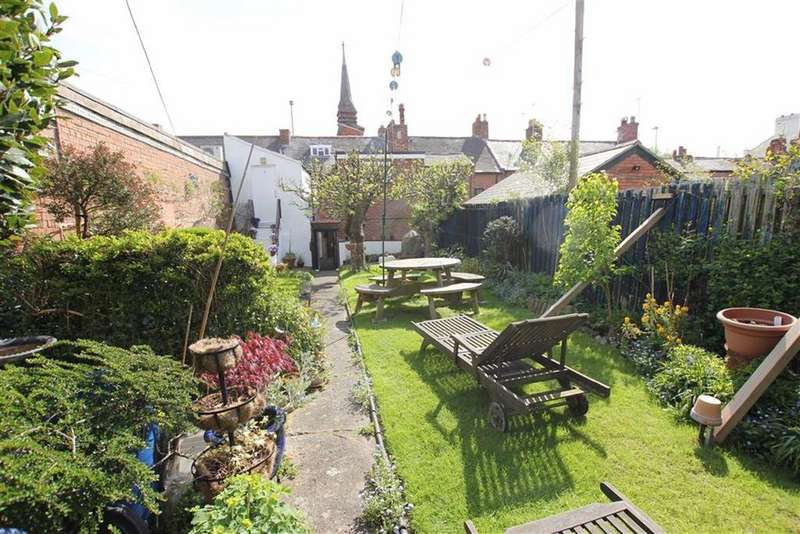 6 Bedrooms Town House for sale in Boughton, Chester