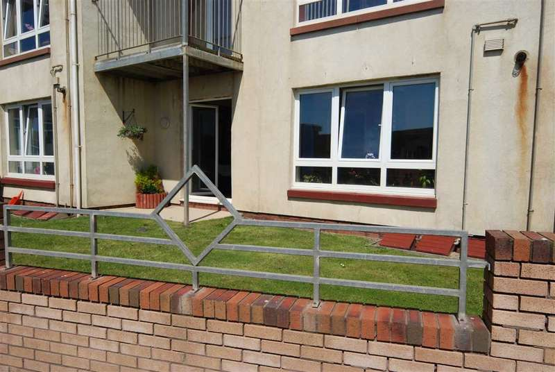 2 Bedrooms Flat for sale in Harbour Point, Saltcoats