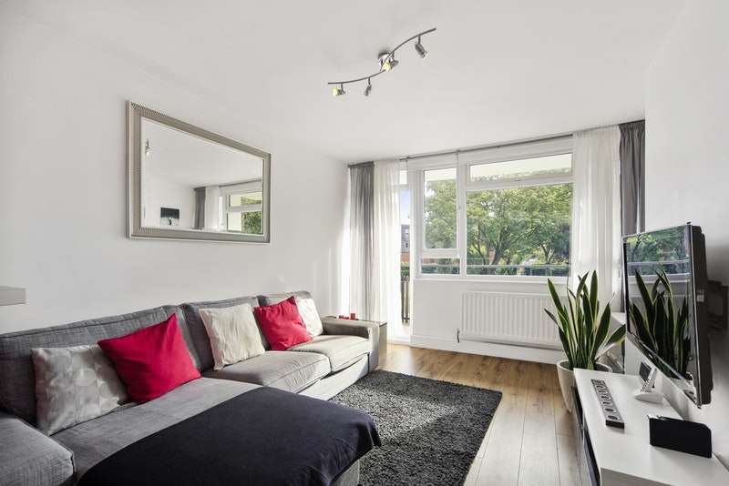 2 Bedrooms Flat for sale in Strathdon Drive, London, London, SW17