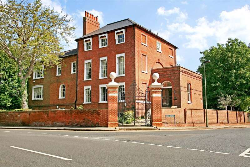 2 Bedrooms Apartment Flat for sale in Datchet Lodge, Windsor Road, Datchet, Berkshire, SL3