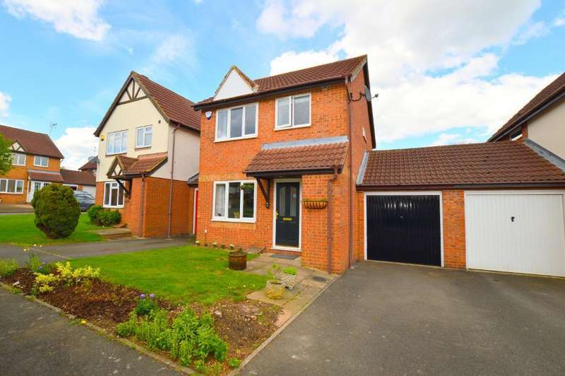 3 Bedrooms Link Detached House for sale in Farmbrook, Bushmead, Luton, LU2 7SQ